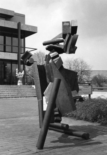 Skulptur_von_Tim_Scott_vor_Galerie_Tiergarten105_Foto_Peter_Gauditz_web