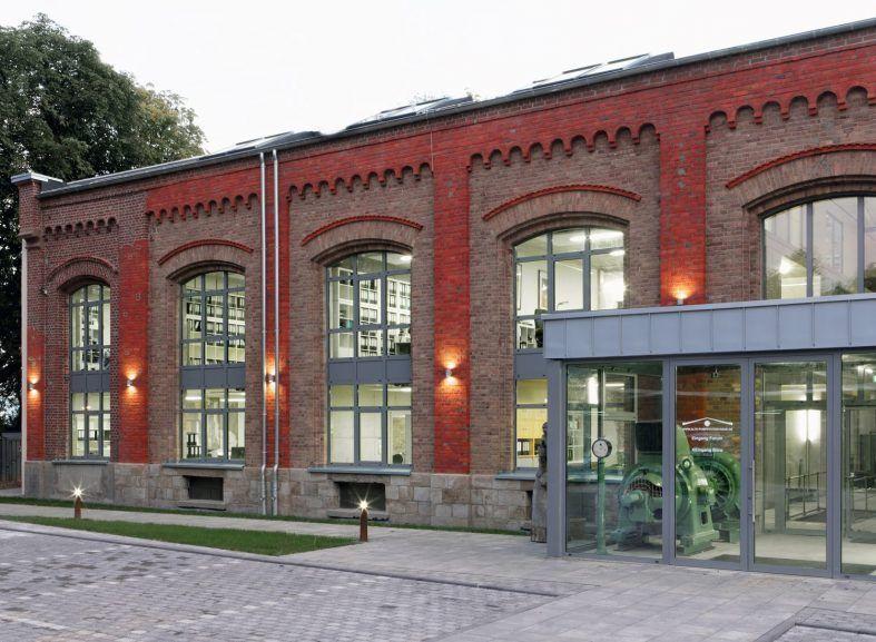 Die Alte Pumpstation an der Duesseldorfer Strasse im Abendlicht. Foto: Jochen Siebel