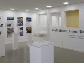 """Ausstellung """"Große Häuser, kleine Häuser"""" im DAM Frankfurt, 2014 / Foto: Uwe Dettmar"""